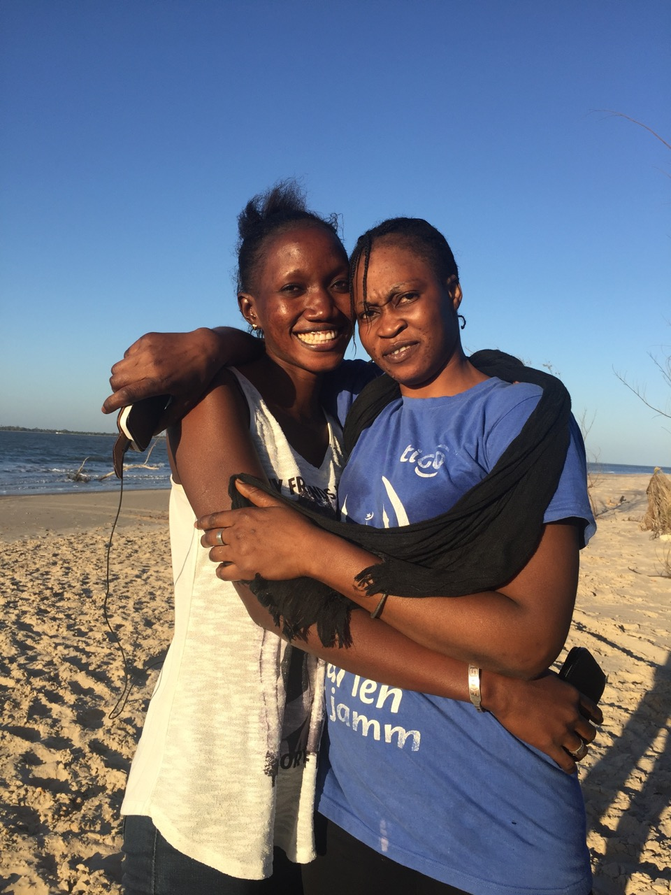 Seynabou & Marième, qui a travaillé de nombreuses fois au Kibalaou à la cuisine, lessive,