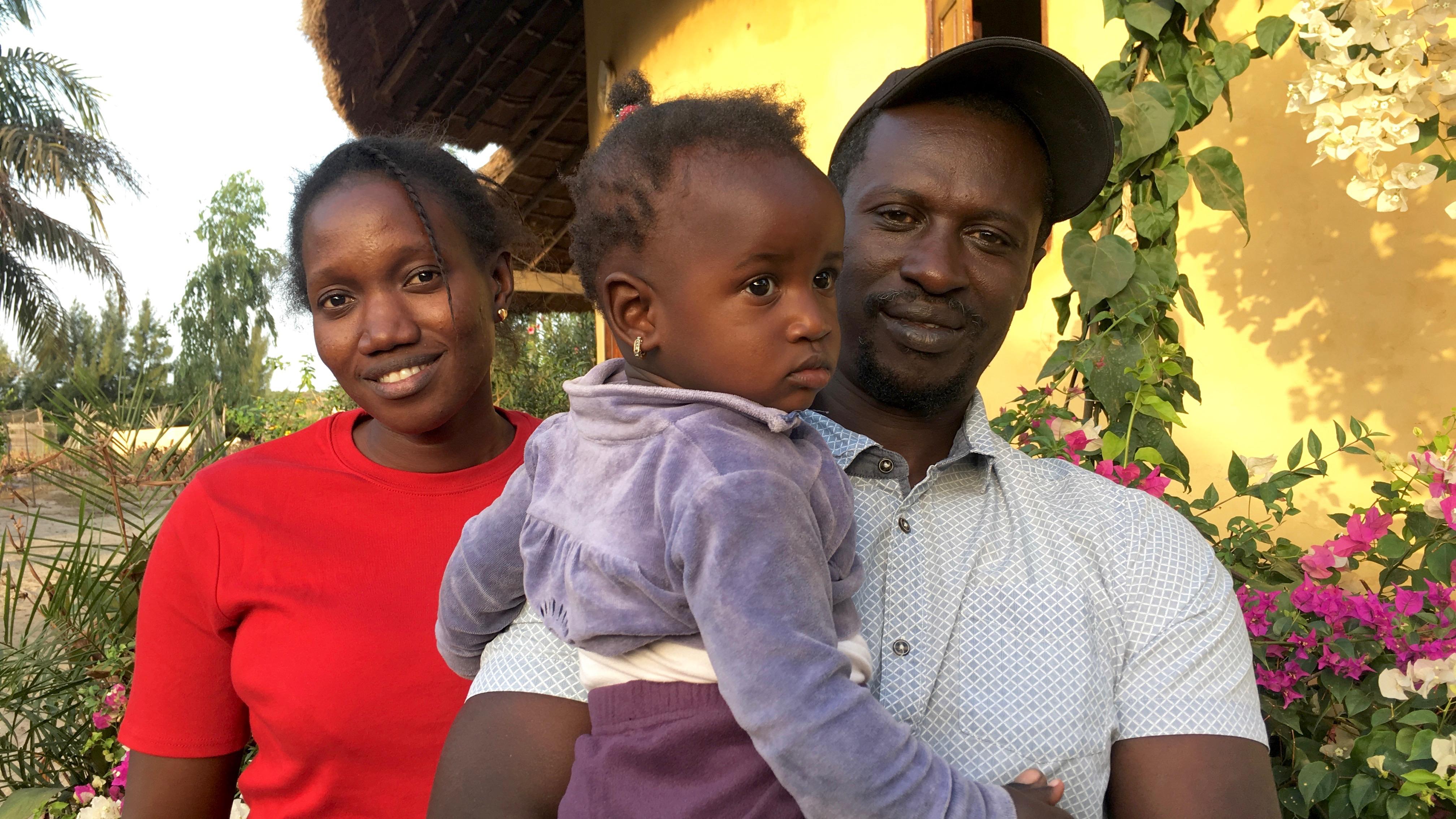 La petite famille ... Alioune, Seynabou et Astou ... vous attend