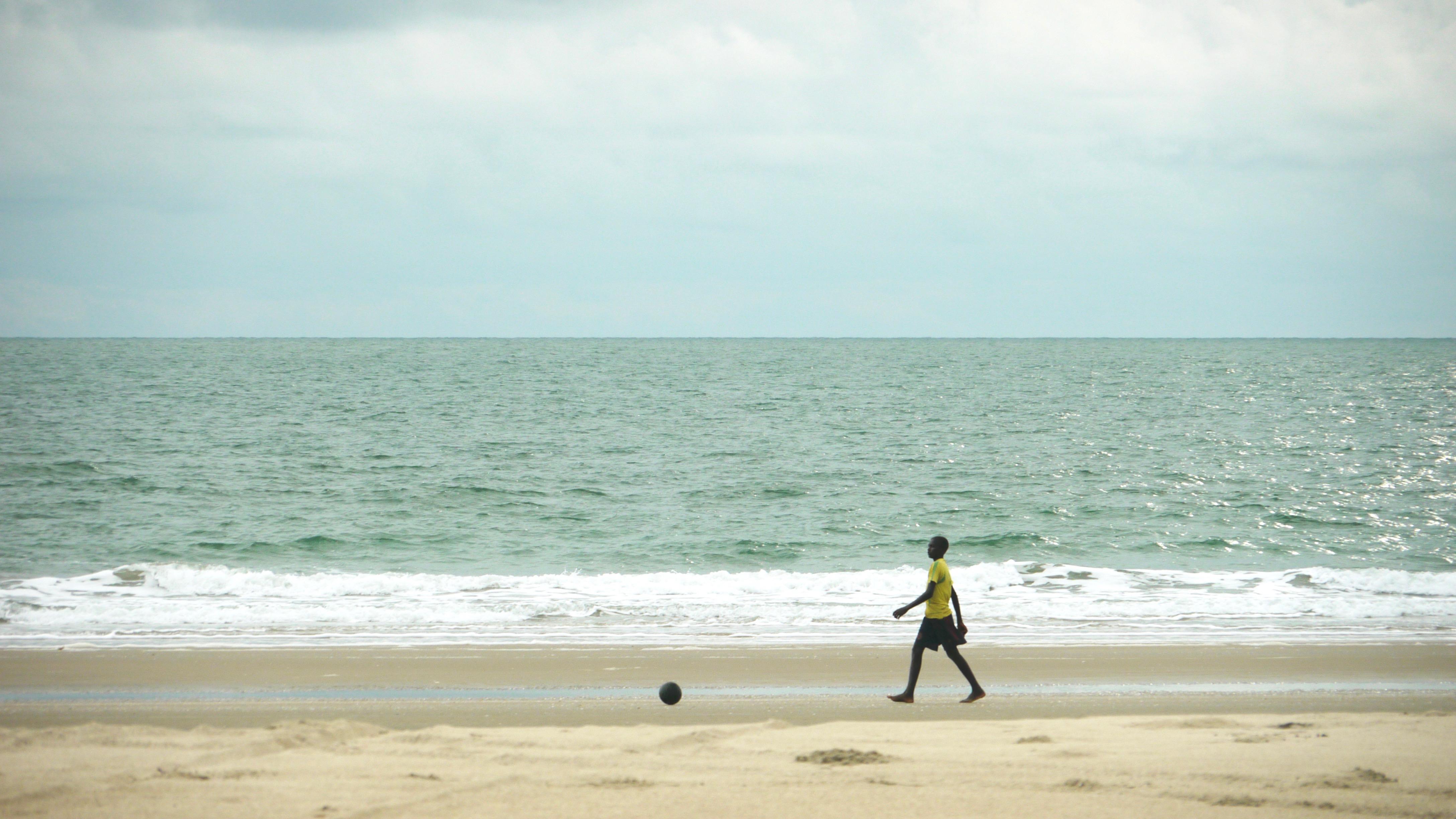 Un foot sur la plage